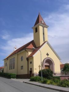 Kostel Panny Marie Ruzencove v Popovicich